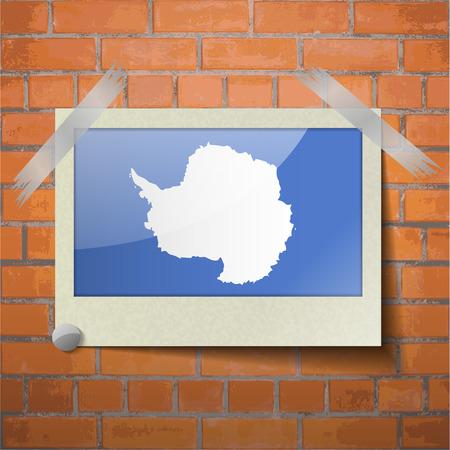 antartide: Bandiere dell'Antartide scotch nastro adesivo a un muro di mattoni rossi. Vettore