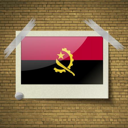brick background: Bandiere dell'Angola in cornice su uno sfondo di mattoni. Illustrazione vettoriale Vettoriali