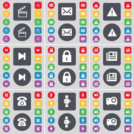 orologio da polso: Clapper, Messaggio, avvertimento, Media saltare, Lock, giornali, Retro telefono, orologio, icona simbolo del proiettore. Un grande insieme di piatti, pulsanti colorati per il vostro disegno. Illustrazione vettoriale