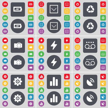 freccia giù: Ricarica, Freccia gi�, Riciclaggio, macchina fotografica, Flash, Cassette, Gear, Diagramma, Parabola icona simbolo. Un grande insieme di piatti, pulsanti colorati per il vostro disegno. Illustrazione vettoriale