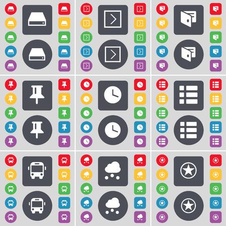 arrow right: Hard disk, Freccia destra, Portafoglio, Pin, orologio, Lista, Autobus, Nube, Stella icona simbolo. Un grande insieme di piatti, pulsanti colorati per il vostro disegno. Illustrazione vettoriale