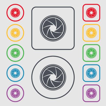 diaframma: diaframma icona. Aperture segno. Simboli sulla pulsanti quadrati con telaio rotondo e. Illustrazione vettoriale