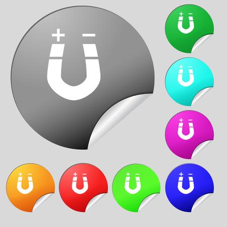 magnetismo: im�n de herradura, el magnetismo, magnetizar, atracci�n icono de la muestra. Conjunto de ocho colores de varios botones redondos, pegatinas. ilustraci�n Foto de archivo
