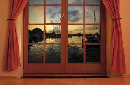 ventana abierta interior: Ventana Foto de archivo