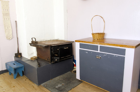 cucina antica: Vecchia cucina con fornelli per legna da ardere