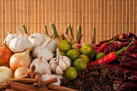 frutas secas: Combinaci�n de especias asi�ticas e ingredientes de Curry Foto de archivo