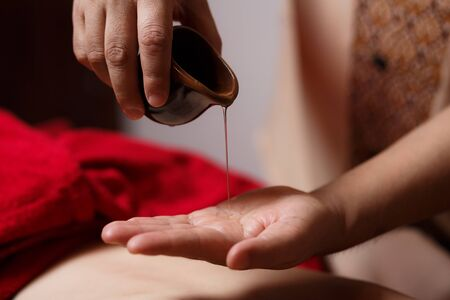 close-up of the masseurs hands, a drop of massage oil flows down his hand. 版權商用圖片