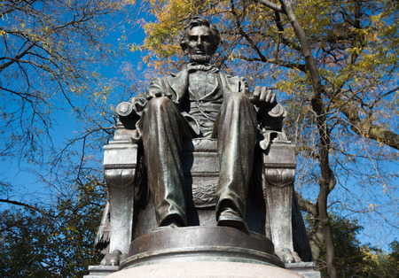 lincoln memorial: Abraham Lincoln statue