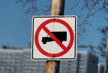 interdiction: Aucun camion signe