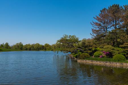 Beautiful lake in a botanic garden in Chicago Stock Photo - 78598731