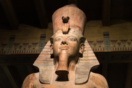 Estatua de Tutankamón Foto de archivo - 80596380