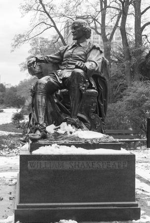 Statue of William Shakespeare in Chicago park
