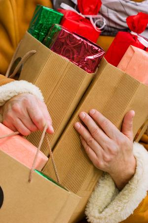 クリスマスの買い物 - 休日の掘り出し物 写真素材