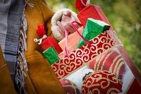 Noel alışveriş - satın alma memnuniyeti ve mutluluk Stok Fotoğraf