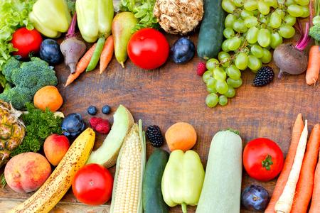 신선한 유기농 과일과 야채 - 건강 식품 스톡 콘텐츠