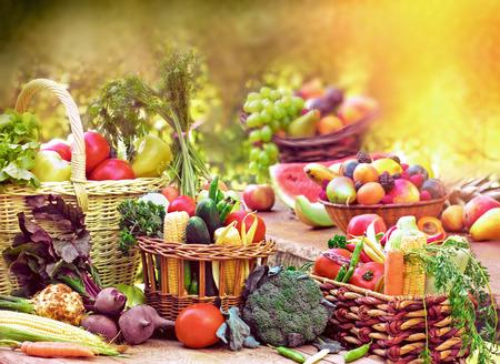 新鮮的有機水果和蔬菜 版權商用圖片