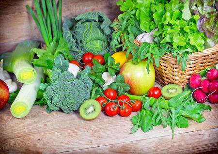 Fruits et légumes frais biologiques Banque d'images