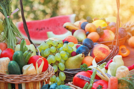 Frutas y verduras orgánicas frescas Foto de archivo