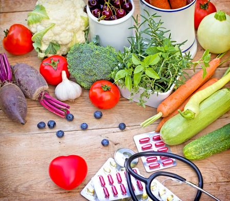Concept van een gezonde voeding met supplementen Stockfoto