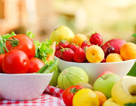 Biologische groenten en fruit - vers voedsel Stockfoto
