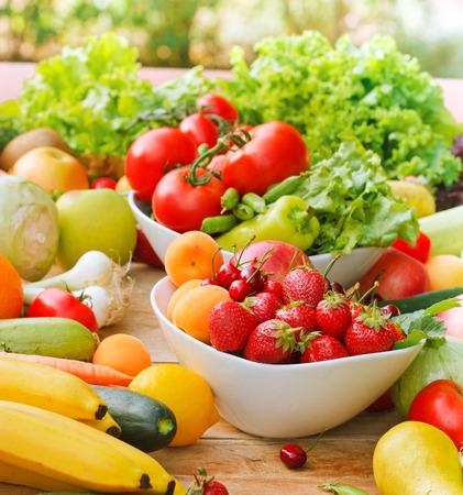 verduras: Frutas y verduras org�nicas Foto de archivo
