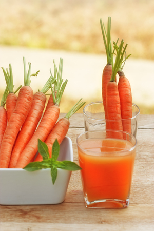 carrot juice: Carrot juice and carrots