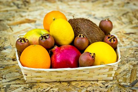 frutas tropicales: Frutas tropicales - fruta org�nica Foto de archivo