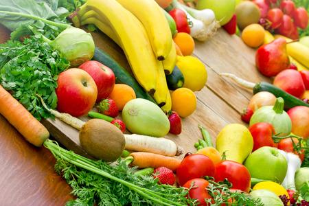 La abundancia de frutas y verduras orgánicas frescas