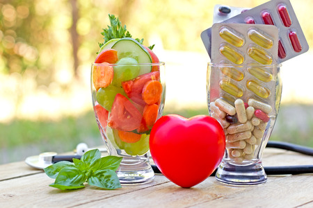 健康的な食事の健康的な食事とサプリメント コンセプト