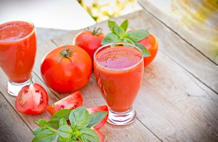 jugo de tomate: Tomato smoothie - tomato juice Foto de archivo