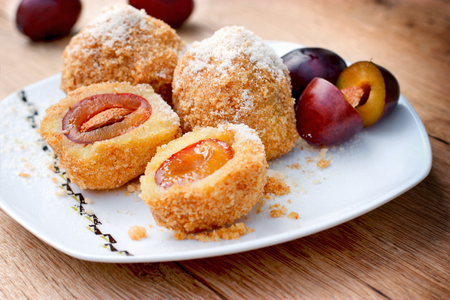 Plum dumplings - sweet pleasure Foto de archivo