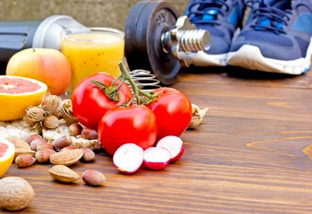 salud y deporte: La dieta sana y la actividad deportiva a una vida saludable - concepto de salud