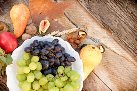 vine pear: Seasonal organic fruits on plate and on rustic table - Healthy diet for your health
