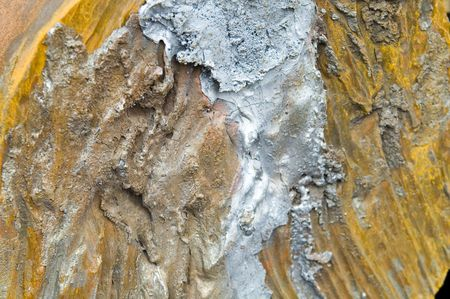 dissolved: parte arrugginiti di metallo che si scioglie al taglio