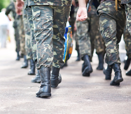 Soldiers march in formation Standard-Bild