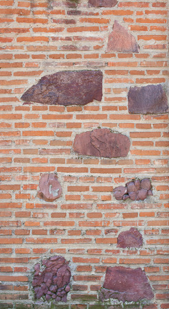 quartzite: Brick wall with inlaid quartzite