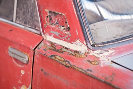 putty: Repair of the old car: primer putty.