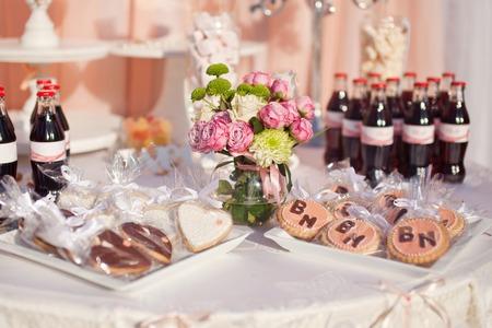 table de dessert pour une fête de mariage.