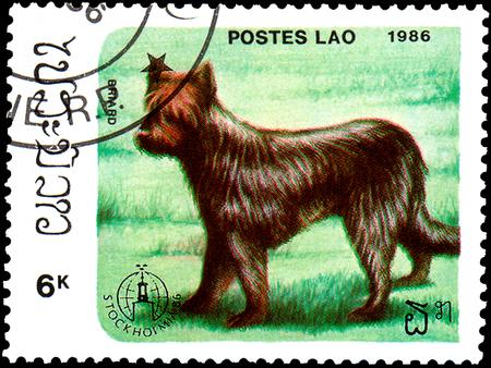 ラオス - 1986 年頃: 切手、ラオス、ショー ブリアール犬で印刷