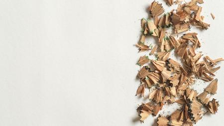 Potloodspaanders aan de rechterkant van het canvas op witte achtergrond Stockfoto - 93509739