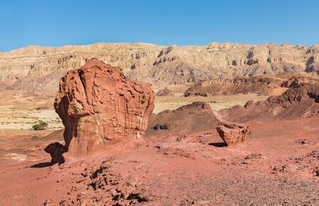 Mount in the form of a mushroom in the Timna Park 版權商用圖片