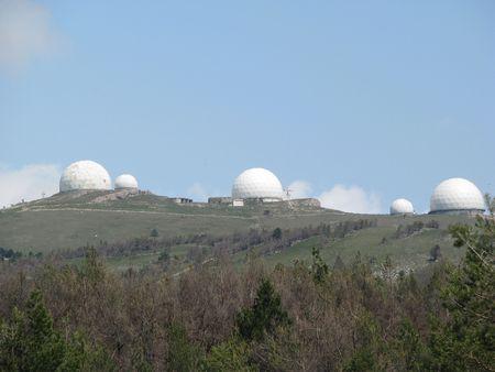 supervisi�n: Observatorio para la supervisi�n, de pie en la parte superior de la colina