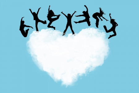 niños bailando: Siluetas de la gente saltando sobre un corazón en el cielo  Foto de archivo