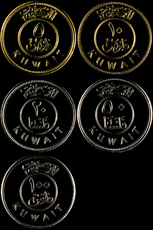 An outline made by rim-lighting for a stack of Kuwaiti coins (5, 10, 20, 50 and 100 Fils) - Sizes had been normalized and equalized.