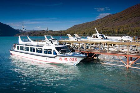 xinjiang: Kanas Lake, dans le Xinjiang en Chine terminal de croisi�res