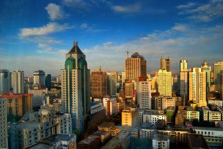 xinjiang: Sous le soleil couchant d'Urumqi au Xinjiang, en Chine