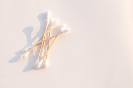 Cotton buds isolated on white background Standard-Bild - 121247249