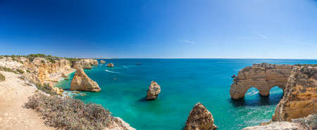View on typical cliffy beach at Algarve coastline in Portugal Banque d'images