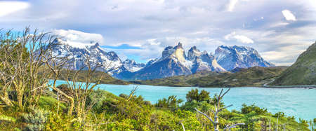 View on Cerro Paine Grande and Lago Pehoe in Patagonia 版權商用圖片 - 153153676