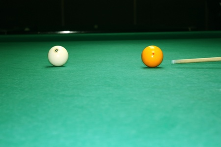 billiards halls: Due palle da biliardo